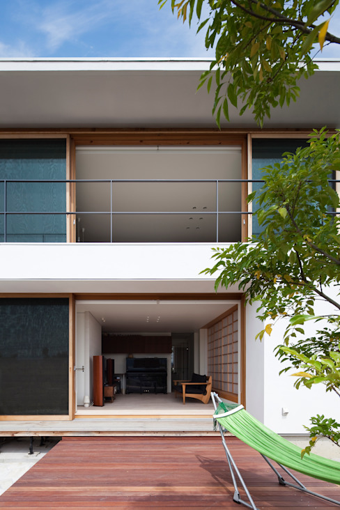 Casas modernas de プラスアトリエ一級建築士事務所 Moderno