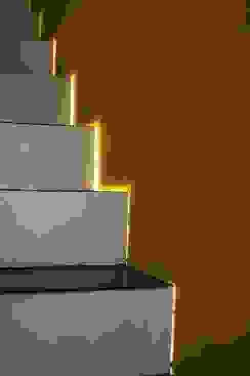 Corredores, halls e escadas rústicos por Muraliarchitects Rústico