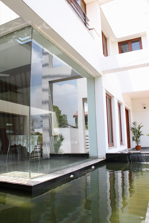 RESIDENCE FOR MRS. & MR. VASUKI RAJAGOPALAN Modern balcony, veranda & terrace by Muraliarchitects Modern