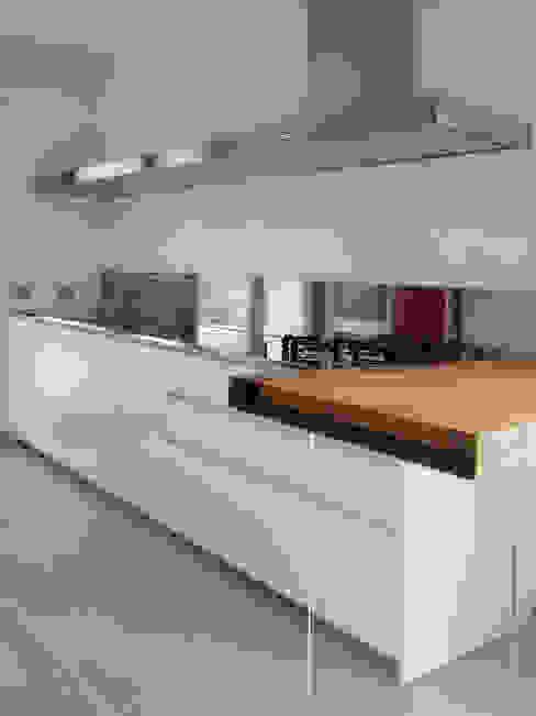 Cozinhas minimalistas por Laura Canonico Architetto Minimalista
