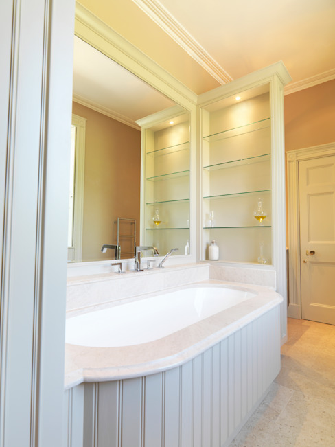 Near Bath, Somerset Guest Bathroom designed and made by Tim Wood Klasyczna łazienka od Tim Wood Limited Klasyczny