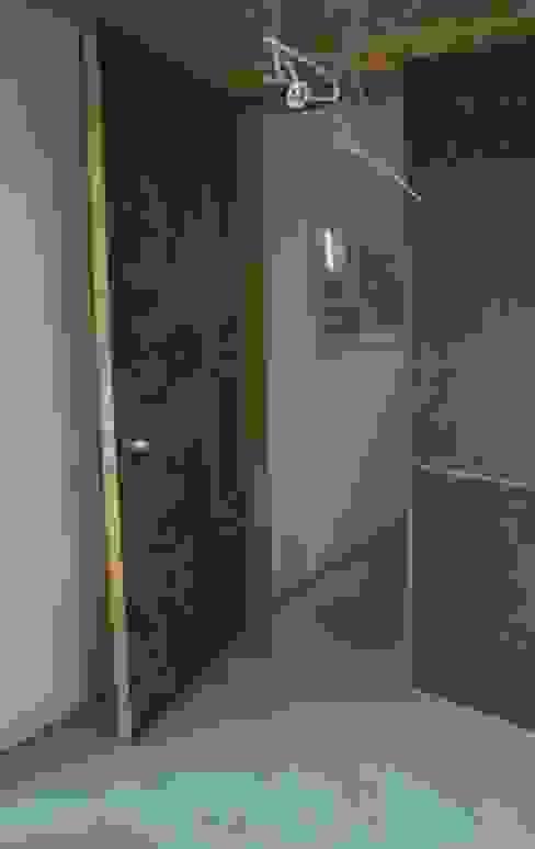 Faserzement und Holz Moderne Fenster & Türen von Blindow möbel+raum Modern