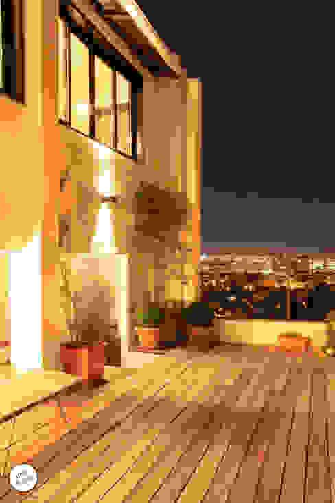 Balcones y terrazas de estilo moderno de Julie Le Goff Moderno