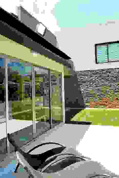 Opra Nova - Arquitectos - Buenos Aires - Zona Oeste의  주택,