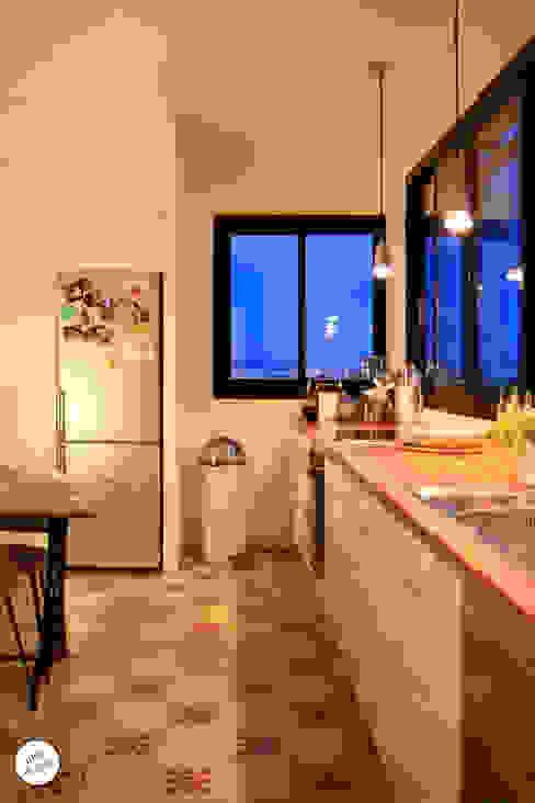 Cocinas de estilo moderno de Julie Le Goff Moderno