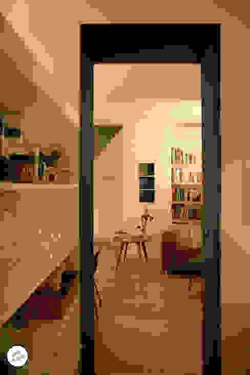 Puertas y ventanas de estilo moderno de Julie Le Goff Moderno