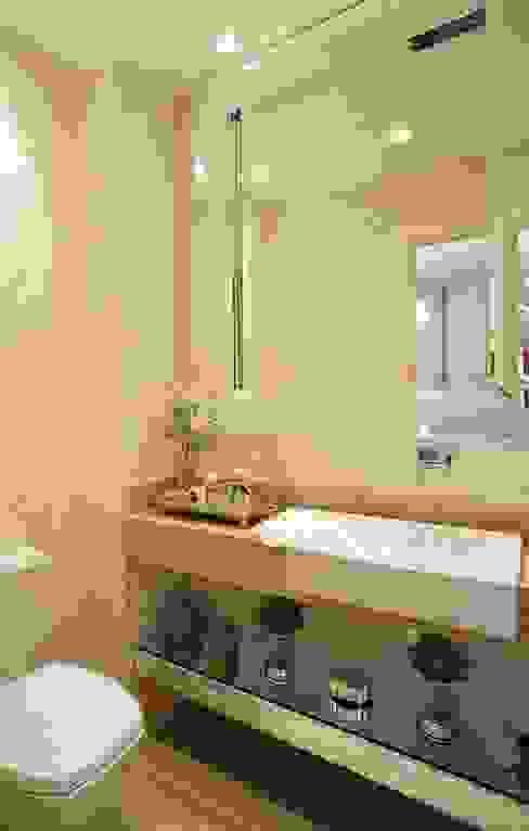 Baños de estilo clásico de Mariane e Marilda Baptista - Arquitetura & Interiores Clásico