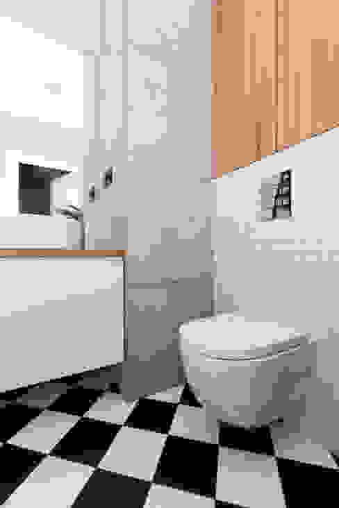 浴室 by www.niewformie.pl, 簡約風