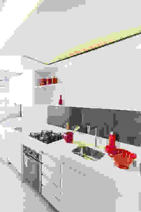 Moderne Küchen von POCHE ARQUITETURA Modern