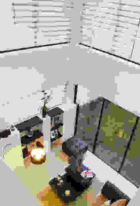 Vista Interior - Doble altura Livings modernos: Ideas, imágenes y decoración de homify Moderno