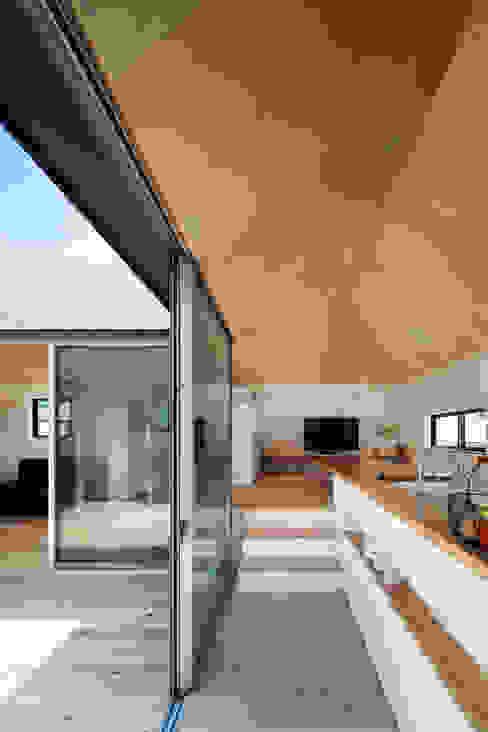 Moderner Balkon, Veranda & Terrasse von 安部秀司建築設計事務所 Modern