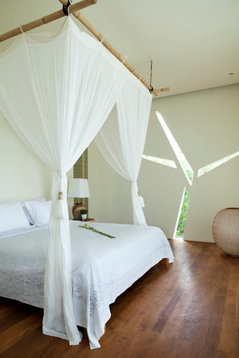 Bedroom beach front Tropical style bedroom by homify Tropical