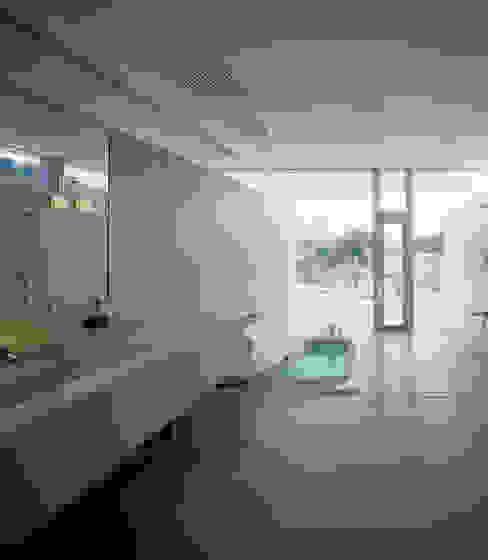 Salle de bain moderne par アトリエ環 建築設計事務所 Moderne