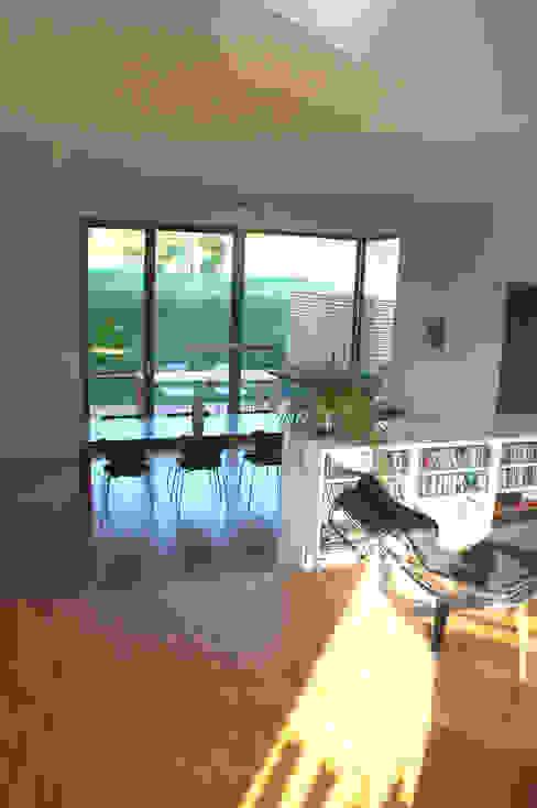 Doppelhaus Klein Grün Moderne Wohnzimmer von mbpk Architekten & Stadtplaner Modern