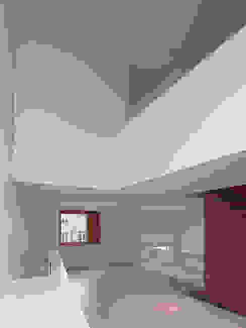 Stadthaus Englischviertelstrasse Moderner Flur, Diele & Treppenhaus von Bob Gysin + Partner BGP Modern