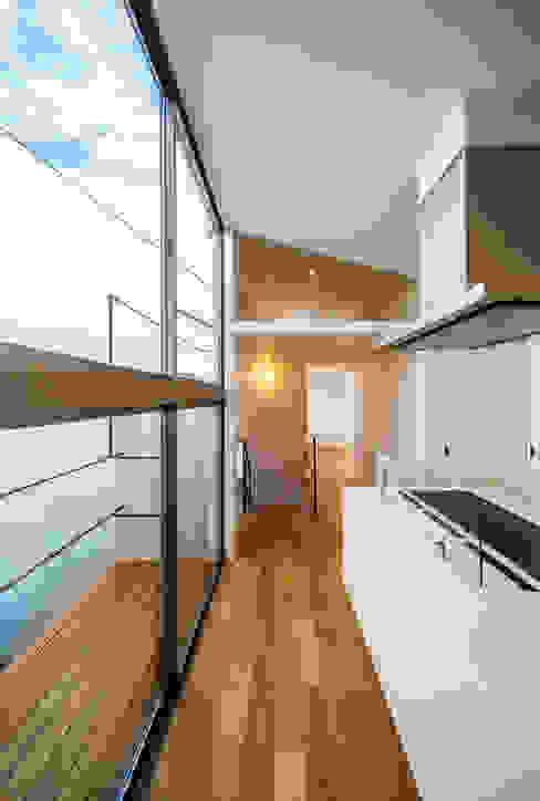 bent: 一級建築士事務所hausが手掛けたテラス・ベランダです。,北欧
