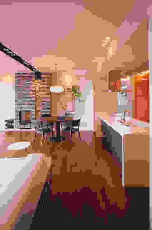 LDK | 百日紅の家 | RC造高級注文住宅 モダンデザインの リビング の Mアーキテクツ|高級邸宅 豪邸 注文住宅 別荘建築 LUXURY HOUSES | M-architects モダン