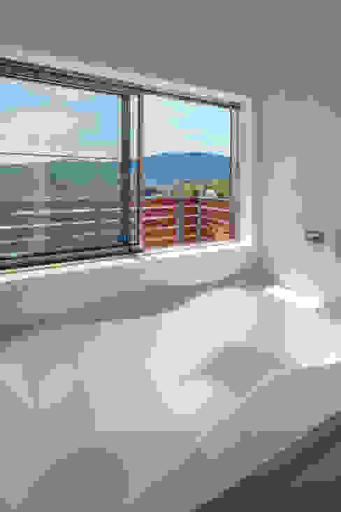 浴室: 建築工房 at easeが手掛けた浴室です。,モダン