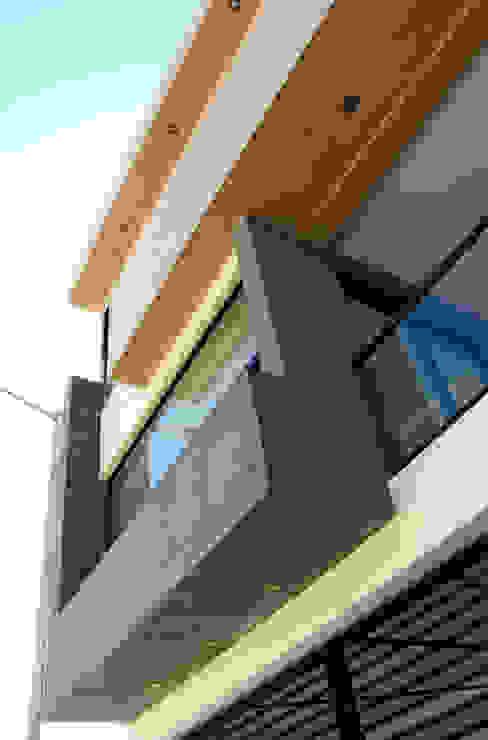 Vista Exterior- Detalle Fachada Casas modernas de homify Moderno