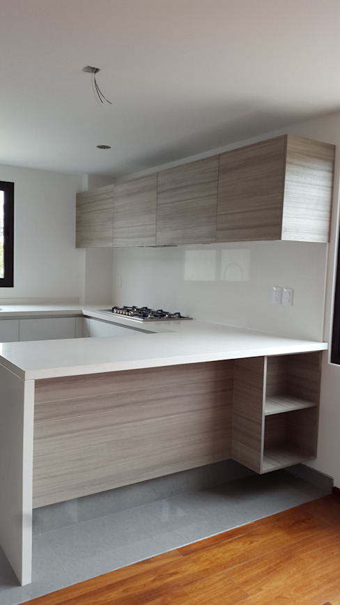 InteriorEs Silvana McColgan Modern style kitchen