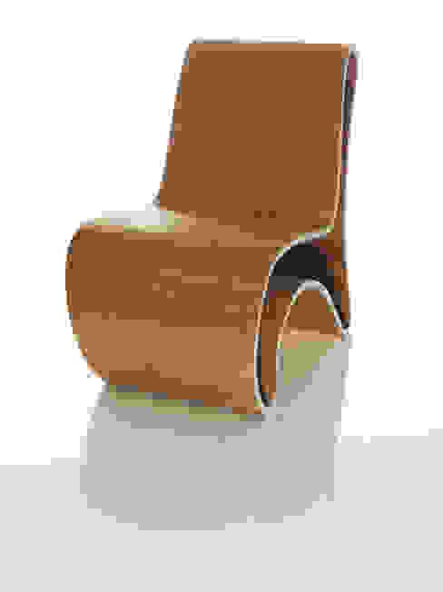 Curved (ch)air: modern  door Nick Ronde Ontwerpen, Modern