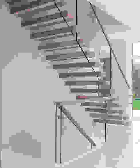ST920 Nowoczesne schody wspornikowe dębowe / ST920 Modern Floating Oak Stairs Minimalistyczny korytarz, przedpokój i schody od Trąbczyński Minimalistyczny