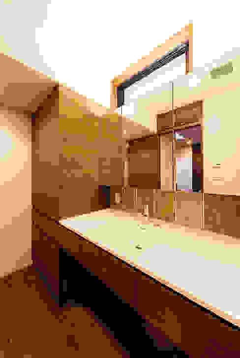 Salle de bain asiatique par 一級建築士事務所haus Asiatique