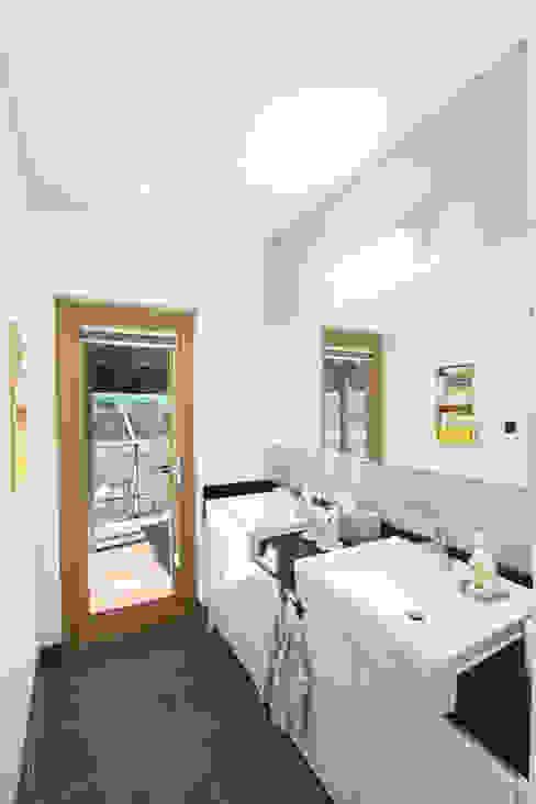 2인세면대 모던스타일 욕실 by 주택설계전문 디자인그룹 홈스타일토토 모던
