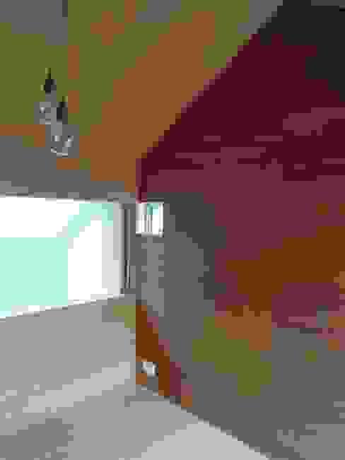 リビング吹抜けに面した子供部屋 モダンデザインの 子供部屋 の 長久保健二設計事務所 モダン