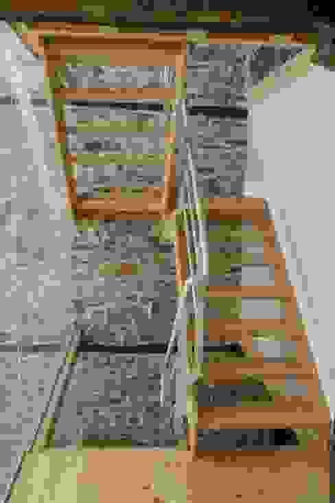 Escaleras Estado definitivo Pasillos, vestíbulos y escaleras de estilo rústico de Lidera domÉstica Rústico