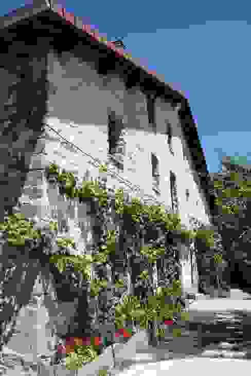 Fachada Estado definitivo Casas de estilo rural de Lidera domÉstica Rural