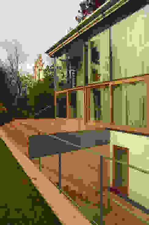Ansicht Süd-West mit Atrium Moderne Häuser von Kramm + Strigl Architekten und Stadtplaner Modern