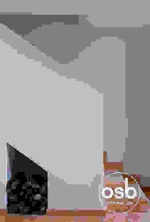Corredores, halls e escadas modernos por osb arquitectos Moderno