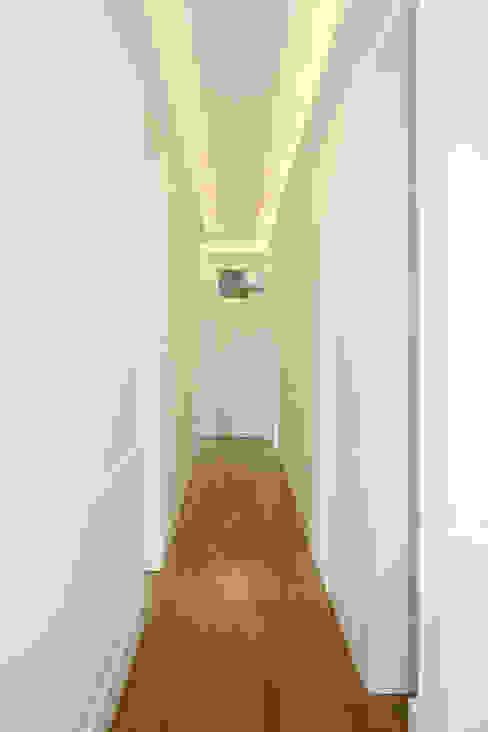 Apartamento em Lisboa Corredores, halls e escadas clássicos por Archimais Clássico