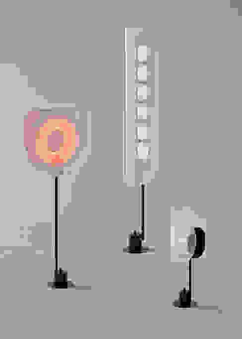 Every Light Series:  Woonkamer door Arnout Meijer Studio,
