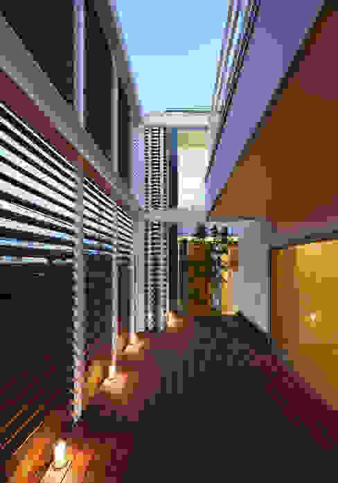 羽曳が丘の家: 内田雅章建築設計事務所が手掛けた庭です。,