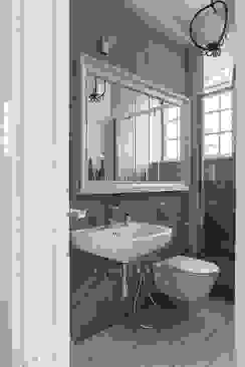 Apartament na Mokotowie: styl , w kategorii Łazienka zaprojektowany przez Jacek Tryc-wnętrza,Eklektyczny