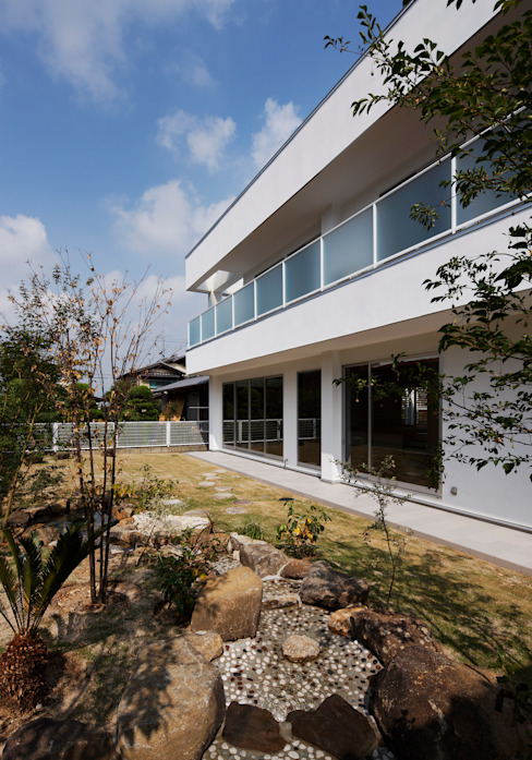 Vườn phong cách hiện đại bởi 内田雅章建築設計事務所 Hiện đại
