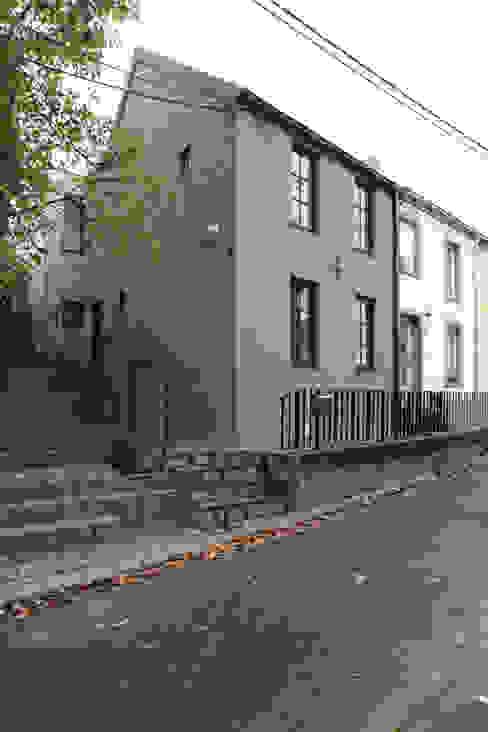 façade avant Maisons originales par ici architectes sprl Éclectique