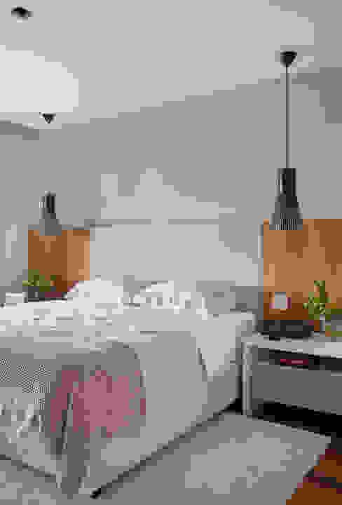 RESIDÊNCIA JP GOLDEN GREEN Quartos modernos por BC Arquitetos Moderno