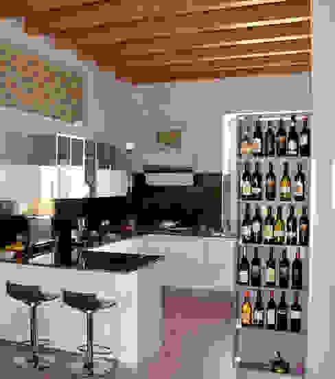 Cucina dopo il restauro di Studio Architettura Tre A Rurale