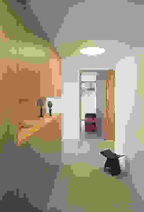 Rossetti+Wyss Architekten Ingresso, Corridoio & Scale in stile moderno