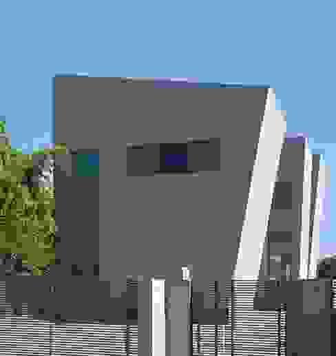 Fachada externa Casas de estilo moderno de Capital Conceptual Moderno