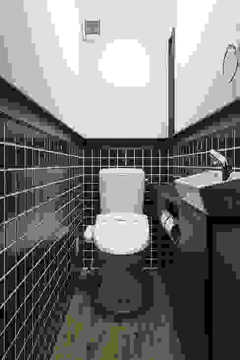 Baños de estilo  por 有限会社タクト設計事務所