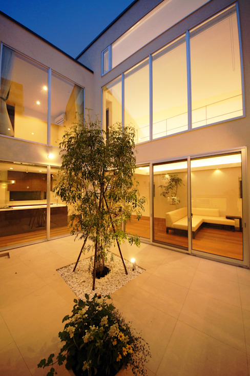 ご家族だけのプライベートな中庭 モダンな庭 の TERAJIMA ARCHITECTS モダン