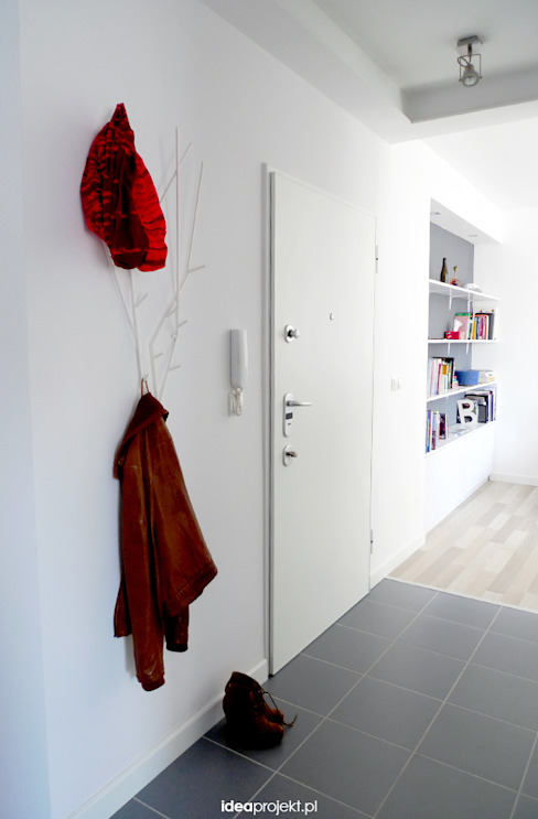 Couloir, entrée, escaliers scandinaves par idea projekt Scandinave