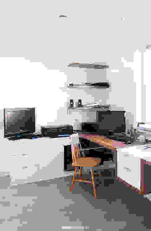 Home office Skandynawskie domowe biuro i gabinet od idea projekt Skandynawski