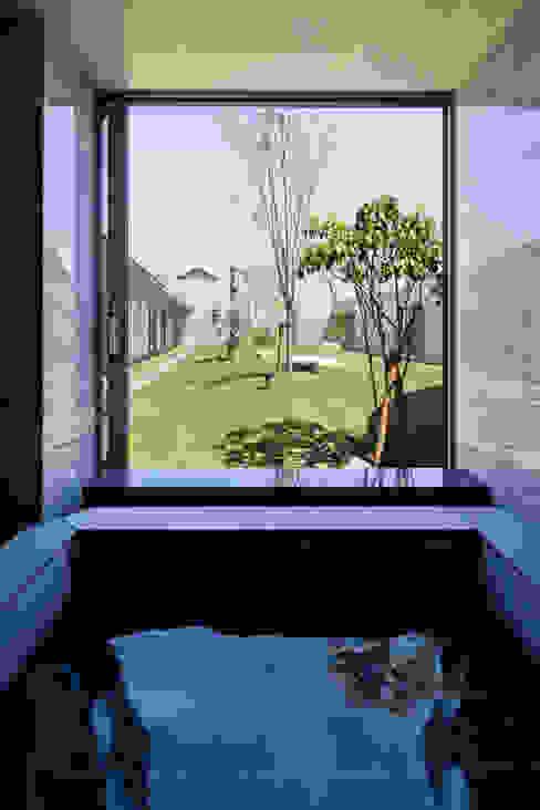 Modern bathroom by 依田英和建築設計舎 Modern