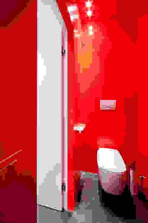 浴室 by 23bassi studio di architettura, 簡約風