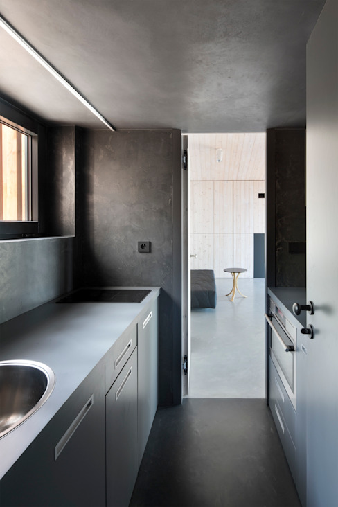 Kitchen by FAM Architekti